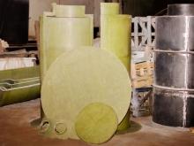 Пластиковый септик с дном, крышкой и отводами
