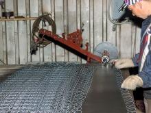 Полуавтоматический станок для плетения сетки рабицы