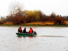Пластиковая лодка на воде